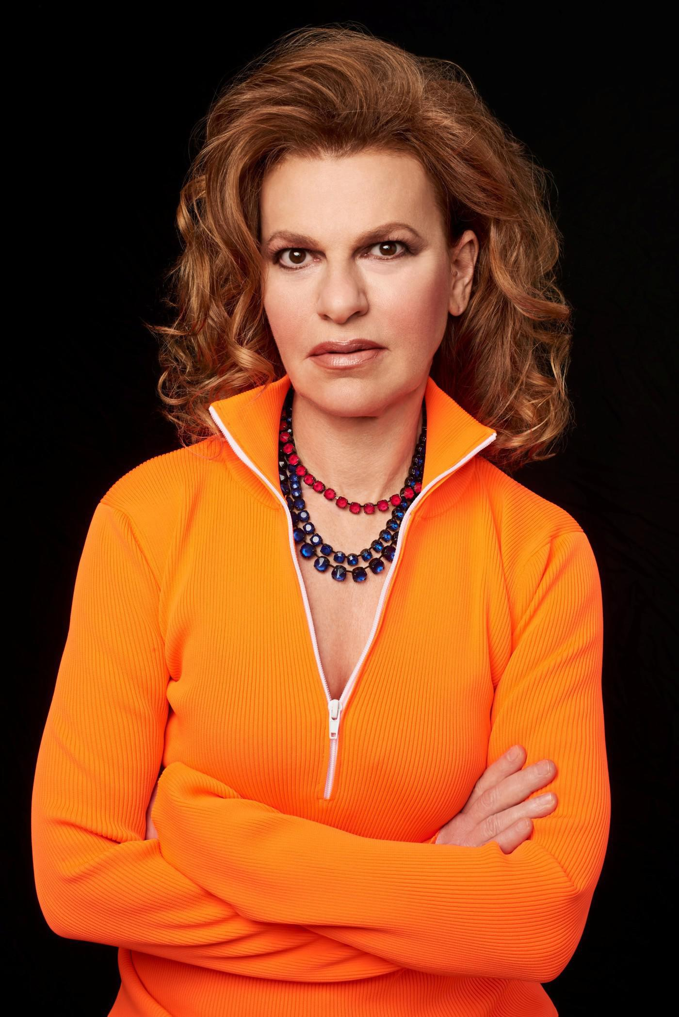 Sandra Bernhard on Her Illustrious Career, Unwavering Self Confidence, and the Upcoming Election